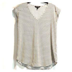 Express Blk & Wht print short sleeve blouse XS